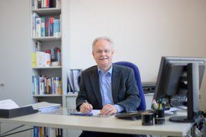 Christian Szeibert im Büro